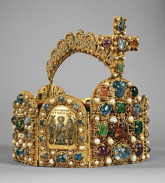 In its basic forms, the crown dates to the second half of the tenth century. It goes back to the renovatio imperii (the renewal of the concept of Empire) under Emperor Otto I and was the most important symbol of the office of emperor in the Holy Roman Empire. Kept in the free imperial city of Nuremberg from the fifteenth century onwards, the crown was taken to Vienna in 1796 to prevent it falling into the hands of Napoleon. Since that time – with the exception of the National Socialist era –…