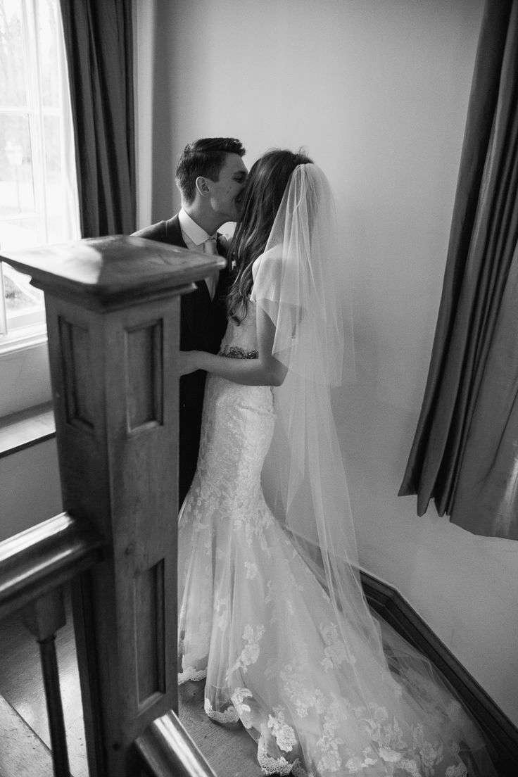 #thehitchcockwedding #brideandgroom #vintagewedding #longveil #laceweddingdress #vintageweddingdress