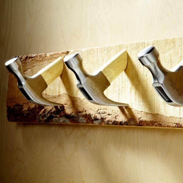Percheros hechos con herramientas. 10 Cosas diferentes para usar como colgadores: martillos - DIY Hardware - 10 Different unique things to use as hooks. I love the hammers!