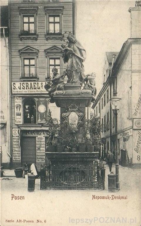 Stary Rynek, figura św. Jana Nepomucena. W tle sklep J. Israel po prawej widoczna reklama Bierquelle Elysium