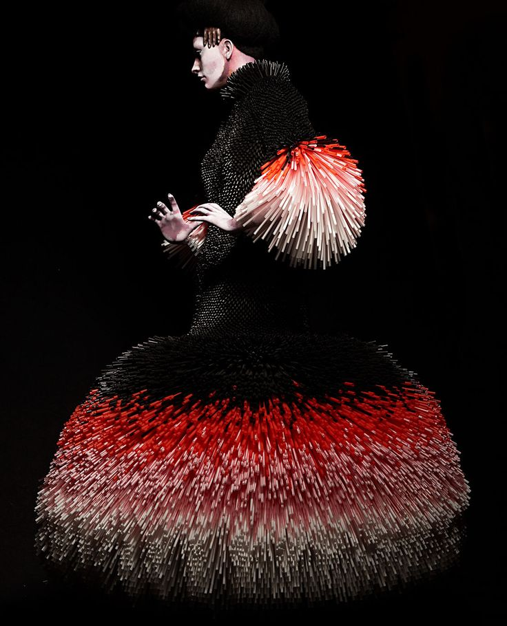 "Evelyne Politanoff: ""Slowly Seeping Through My Hands:"" The Wearable Art of Nikoline Liv Andersen"