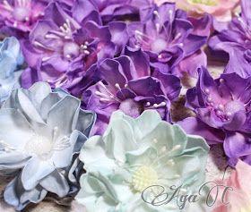 Spróbowałam i przepadłam ....kwiaty z pianki zwanej foamiranem skradły moje serce i choć do mistrzowskiego wykonania jeszcze daleka droga .....