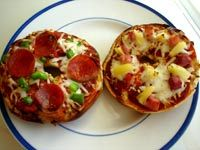 Build your own pizza, love it!Bagels Pizza, Curious George Birthday, Pisghetti Pizza, Curious George Parties, Birthday Party Foods, Birthday Parties Food, 3Rd Birthday, Food Recipe, Birthday Ideas