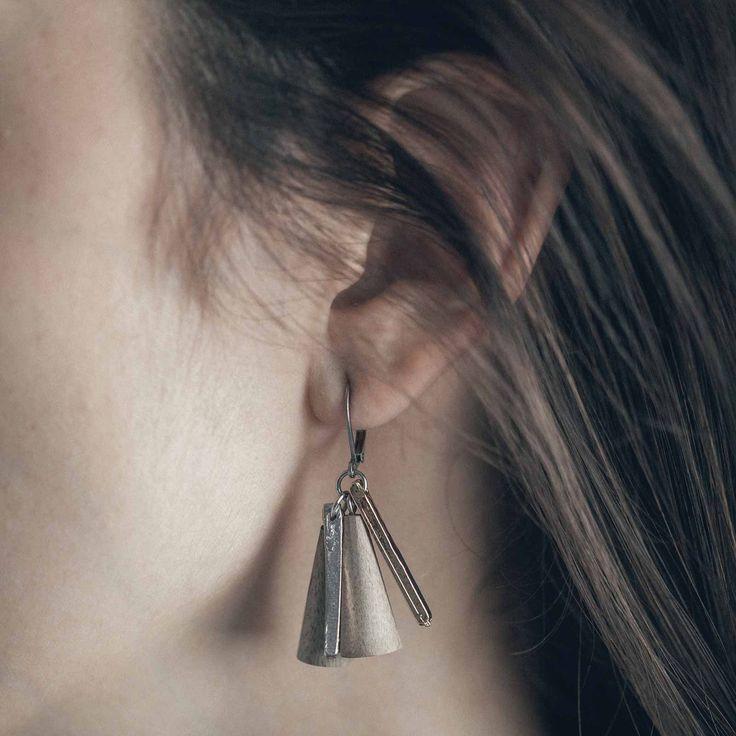 VOLTUMUS || Artisan earrings, handmade in Canada by Anne-Marie Chagnon (2017) || Boucles d'oreilles faites à la main à Montréal, par l'artiste bijoutière Anne-Marie Chagnon