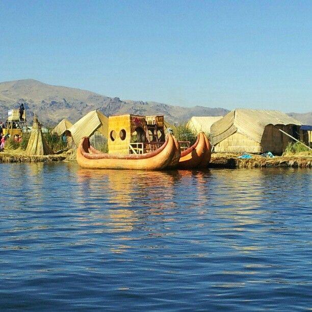 Islas Flotantes Uros / Uros Islands en Puno, Puno