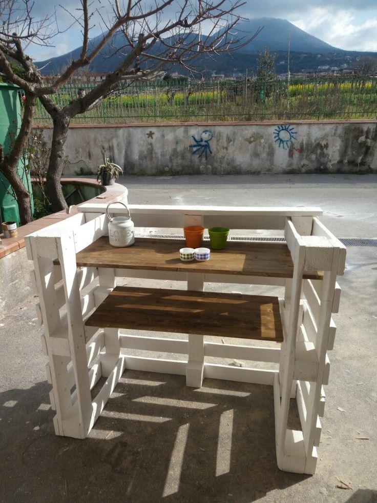 Bancone bar o scrivania per ragazzi realizzata con i pallet. Un'idea originale.