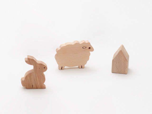 Un cadou pentru copii care îi invită să fie creativi. Figurine din lemn, gata de pictat, și un kit de plantare cu semințe pentru curiozitatea celor mici.