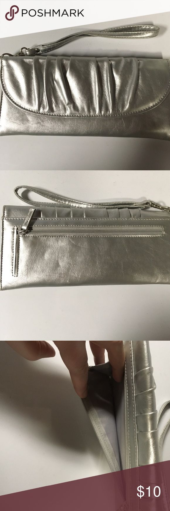 Silver clutch Rectangle silver clutch! Perfect for weddings, proms and formal occasion! Bags Clutches & Wristlets