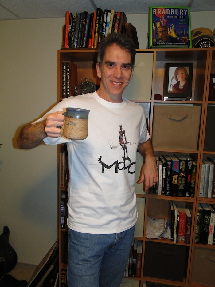 Yes, I'm geeky enough to post pictures of me with a Modo Tshirt http://igg.me/at/modo/x/2317118