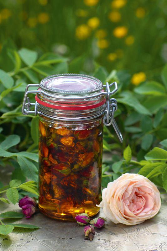 Heilkosmetik aus der Natur - Gartenzauber // Massage-Öl aus Rosenblüten