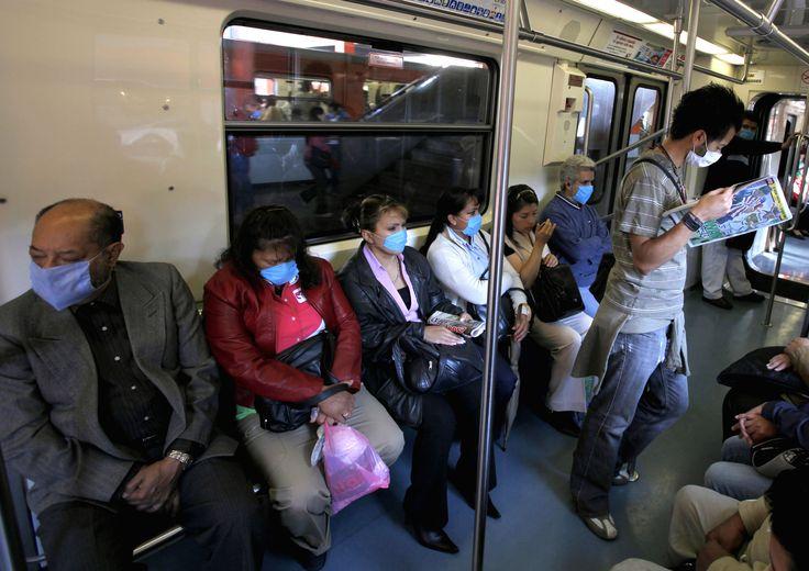 """En abril de 2009 se presentó una situación sumamente inusual pero altamente delicada, en nuestro país apareció un nuevo virus de influenza, primero designado como virus de la gripe porcina y, posteriormente, llamado el virus A(H1N1) o virus """"reordenado cuádruple""""."""