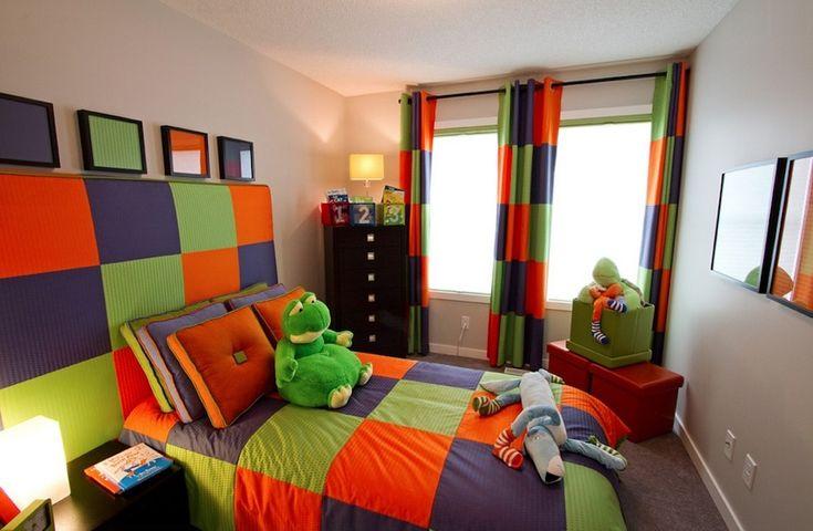 Dormitorio juvenil decorado siguiendo un esquema de colores tríada. Fuente: 2014decoracion.com