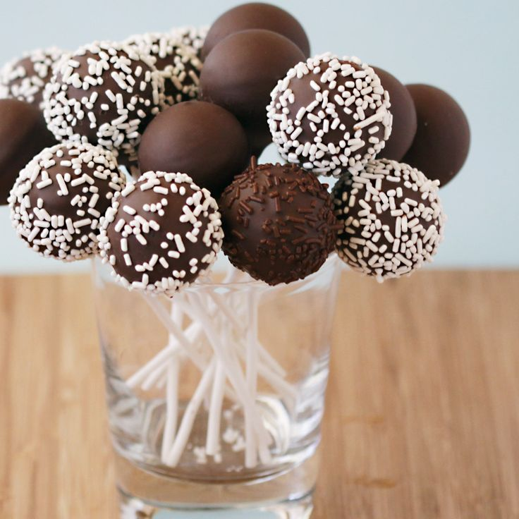 """Cake pops make such fabulous bachelorette and wedding favours. Here's a quick and easy recipe by """"Divas can Cook"""" to make your own http://divascancook.com/how-to-make-cake-pops-easy-best/#utm_sguid=167968,446a51ec-de2e-3238-ac9b-dc44de0b49f6 #Yummy"""