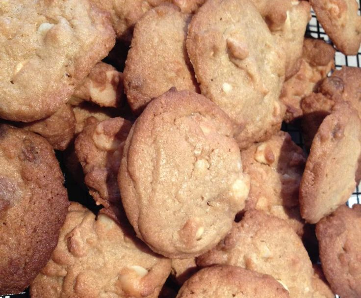 Recipe White choc chip and Macadamia cookies by Kate_79 - Recipe of category Baking - sweet