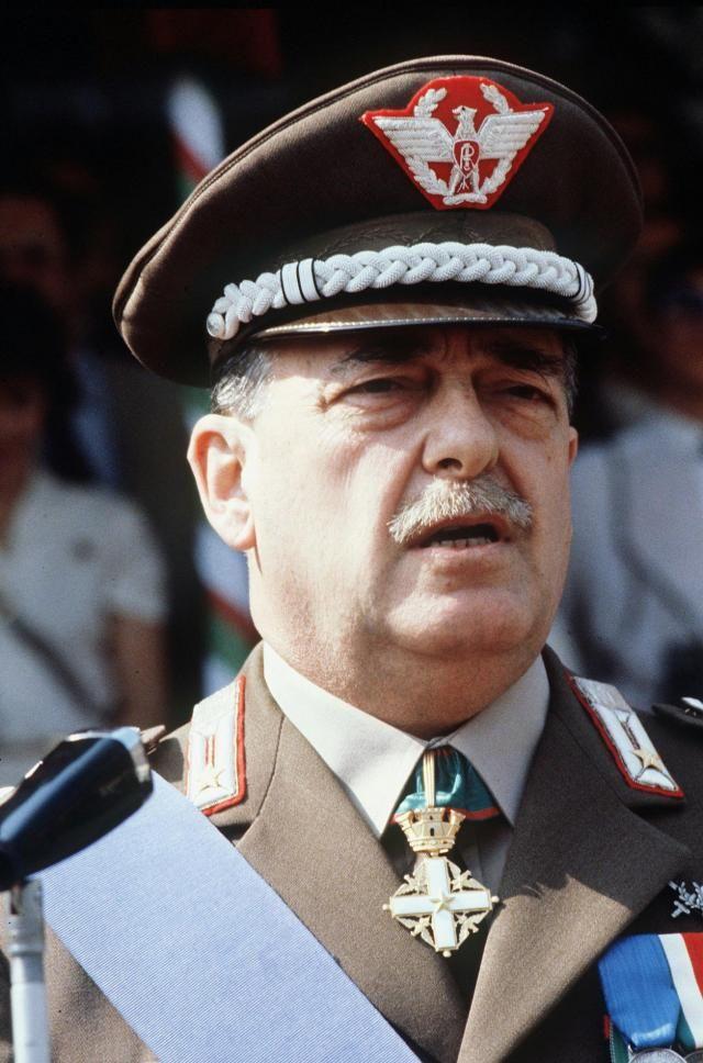 gen. Carlo Alberto Dalla Chiesa, assassinato dalla mafia siciliana il 3 settembre 1982