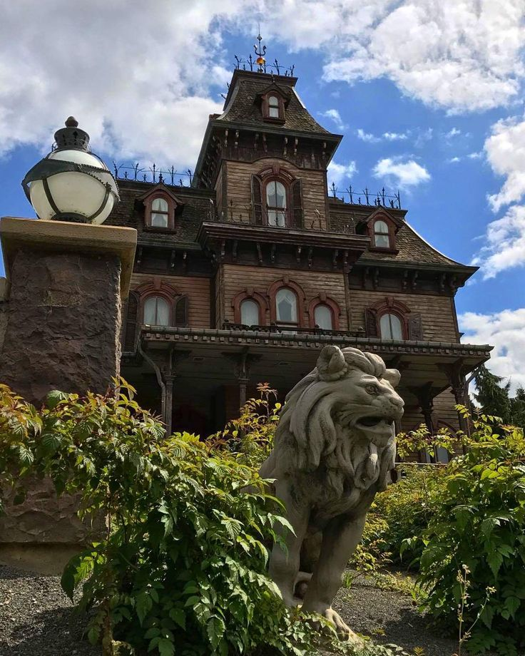 Phantom manor haunted house in frontierland disneyland for Pinterest haunted house