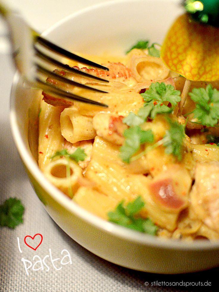 Rezept für eine fruchtig-cremige Pasta mit Currysauce, Pute, Ananas und Banane. Stimmungsaufheller an kalten Wintertagen