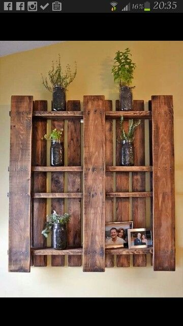 pallets idea to hold pictures!