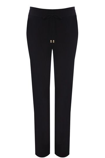 These soft trousers are chic and comfortable at the same time! The trousers feature a drawstring waist and are tapered at the ankle for a relaxed fit.