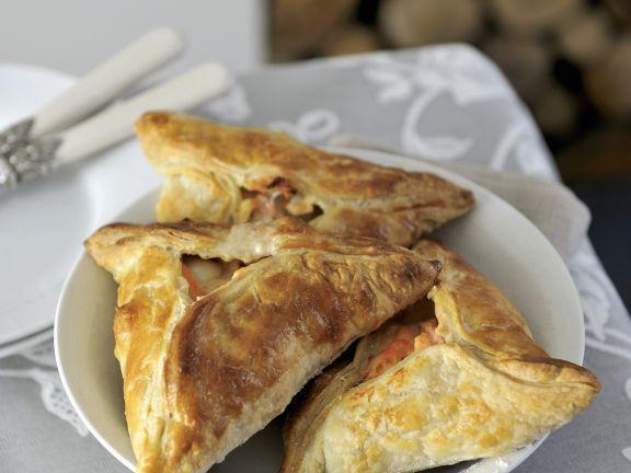 Pasteten mit Schellfisch-Lachs-Füllung ist ein Rezept mit frischen Zutaten aus der Kategorie Pastete. Probieren Sie dieses und weitere Rezepte von EAT SMARTER!