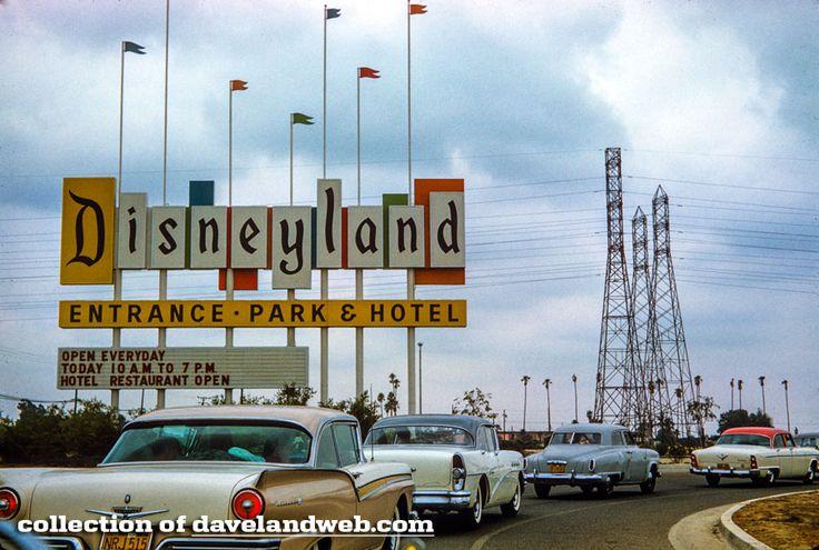 Davelandblog: Disneyland entrance