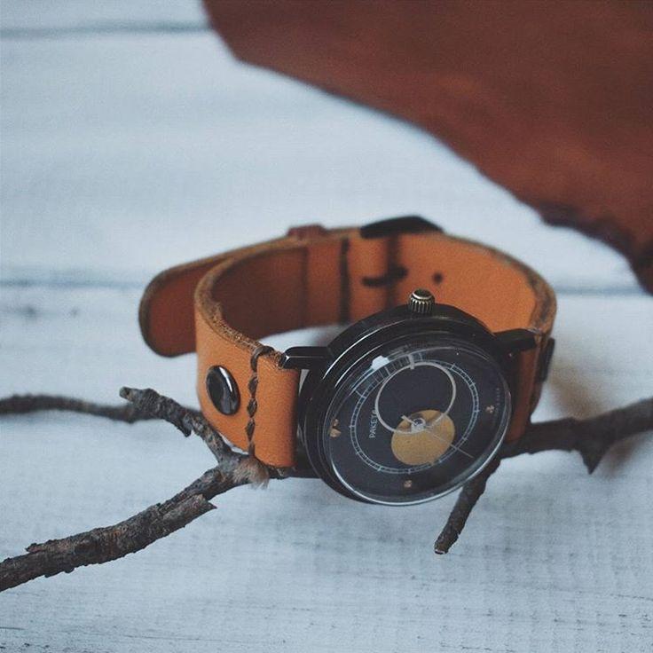 Antique clock, mechanical. Made in the USSR. Strap handmade. Natural leather. Exclusive accessory. My first product. Винтажные механические наручные часы. Сделаны в СССР. Ремешок ручной работы, из натуральной кожи. Мое первое изделие. #clock #vintage #handmade #leather #USSR #accessories #style #fashion #casual #кэжуал #часы #винтаж #ссср #ручнаяработа #хендмейд