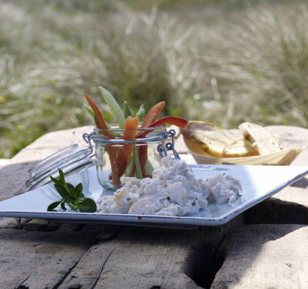 Unser beliebtes Rezept für Kabeljausalat mit Gemüsesticks und Brotchips (Sansibar-Sylt) und mehr als 55.000 weitere kostenlose Rezepte auf LECKER.de.