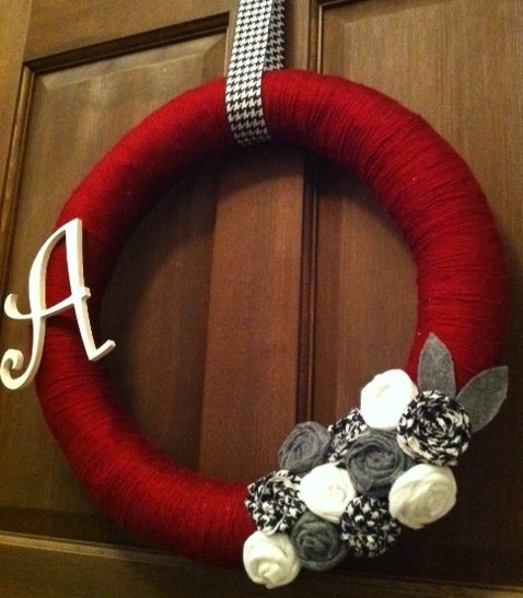 wreath idea - not crazy about the letter or color scheme, but i do love the concept!
