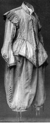 A pair of trousers of gray frieze with ribbon decoration and silvergaloner, 1627. Owner :Gustavus Adolphus of Sweden. | LIVRUSTKAMMAREN, SKOKLOSTERS SLOTT MED STIFTELSEN HALLWYLSKA MUSEET