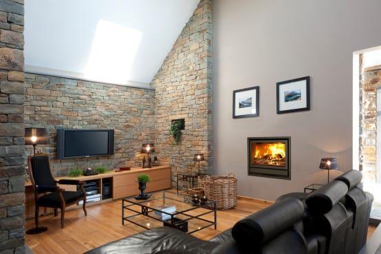 La déco intérieure nous met face différentes salles de séjour. Certains installeront une TV dans le salon, d'autres créeront une zone multimédia. Cependant, il faut tenir compte de nombreux paramètres: la style de la maison. les couleurs des murs, le mobilier, l'éclairage naturelle de la salle de séjour.
