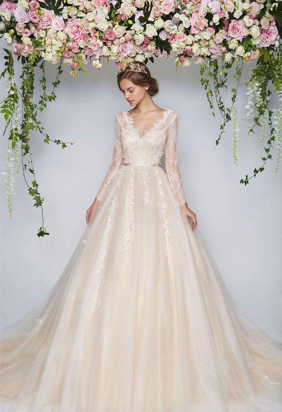 39 best Wedding Dresses images on Pinterest   Gown wedding, Wedding ...