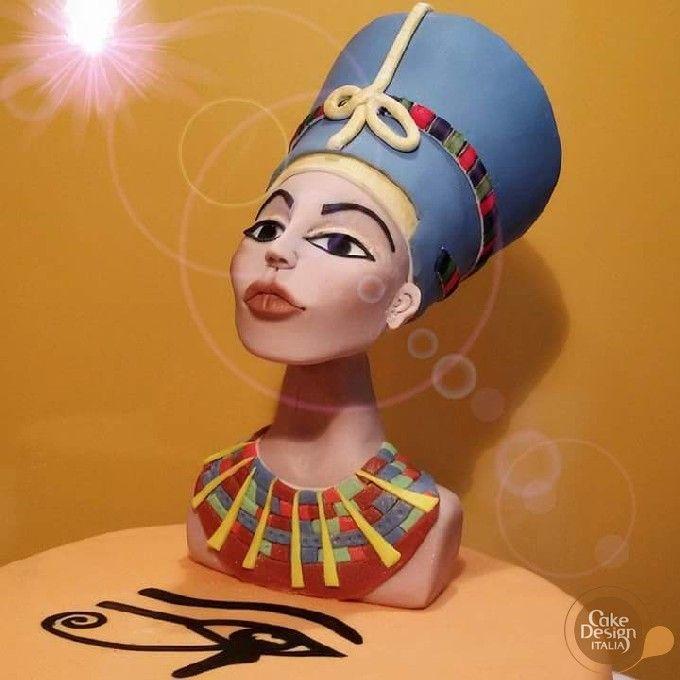 Silvia Borrotzu 2016 - riproduzione in pasta di zucchero del busto di Nefertiti, antica regina egizia #cakedesign #arte #sugarart #nefertiti