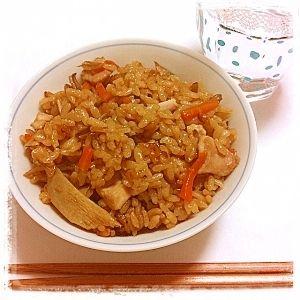 楽天が運営する楽天レシピ。ユーザーさんが投稿した「鶏の炊き込みご飯 ★鶏飯★」のレシピページです。大好評の飽きのこない味です♪鶏の炊き込みご飯「鶏飯」です♫。炊き込みご飯。お米,ごぼう,にんじん,鶏肉,舞茸,醤油,和風だし
