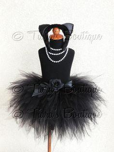 He encontrado este interesante anuncio de Etsy en https://www.etsy.com/mx/listing/157093172/negro-gato-tutu-disfraz-de-halloween