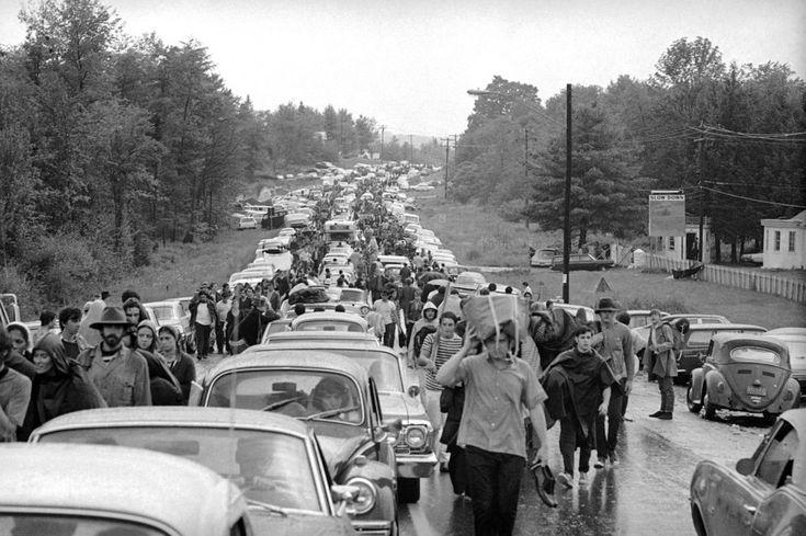 Depois de três dias de paz e música, ir embora do festival não foi assim tão fácil… | 31 fotos que mostram como Woodstock foi realmente louco