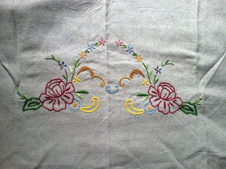 cortinados bordado à mão - ponto pé flor, ponto grilhão, ponto cheio, entre outros