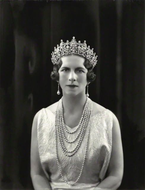 | H.M. Queen Elena of Romania, née Princess of Greece and Denmark   QUEEN SOPHIE'S DIAMOND TIARA la tiara de Sofia de Prusia su madre.