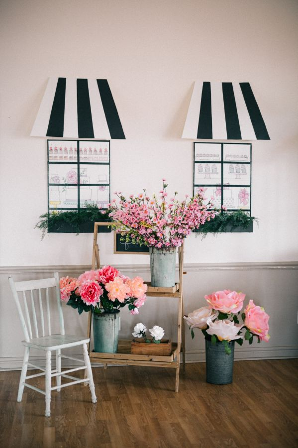 French market inspired birthday bash: http://www.stylemepretty.com/living/2016/05/18/how-to-throw-a-parisian-inspired-birthday-sans-eiffel-tower/ | Photography: Simply Lace - http://www.simplylacephotography.ca/