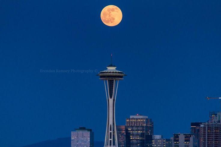 Luna şi Acul Spaţial 31 - Seattle, statul Washington, SUA