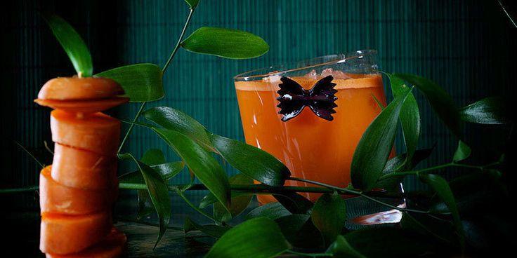 Agent Orange Коктейль Агент Оранж   Ингредиенты водка - 50 мл морковный сок (органический) - 150 мл лед - по вкусу