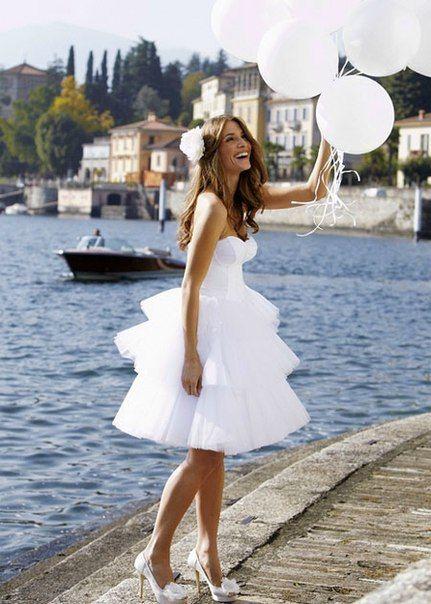 Короткое свадебное платье. Красивые платья невесты на лето