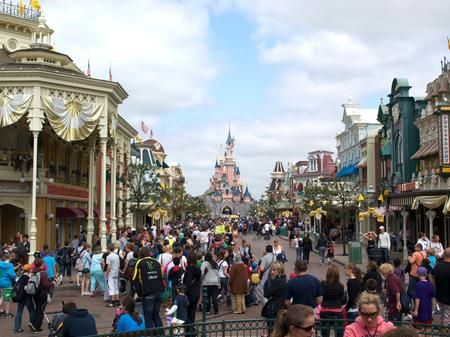 is disneyland paris busy on bastille day