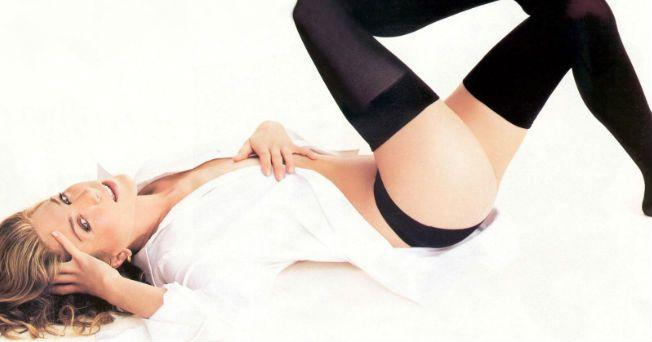 El yoga y el spinning moldean a la perfección el cuerpo de Jennifer Aniston, quien no solamente tiene como loco a Justin Theroux, sino que se ha coronado como la mujer con mejor cuerpo, según una encuesta realizada por la revista de belleza y fitness de Yahoo.