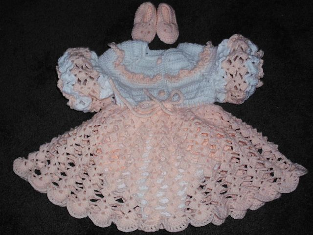 Crochet Ruffled Baby Dress Pattern : Ravelry: Peachy Ensemble pattern by Mommabear Mintun ...