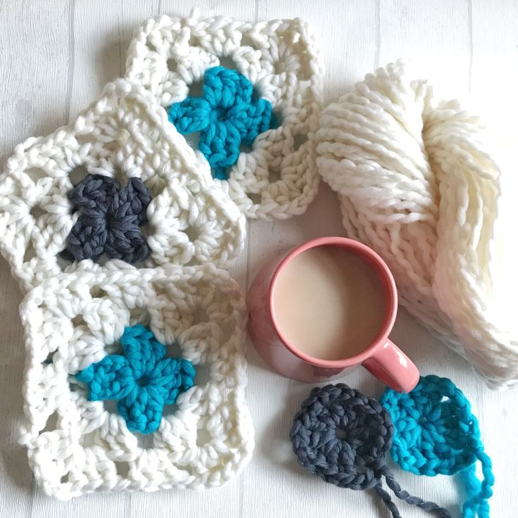 Big cozy Granny squares made from wonderful Form und Farbe yarn from the German company Atelier Zitron available at ichliebewolle.de Crochet it with hook 12mm so you get fast results!