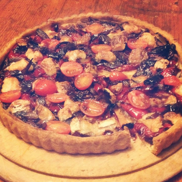 Roasted peppers, caramelised red onion, goats cheese, balsamic tart.