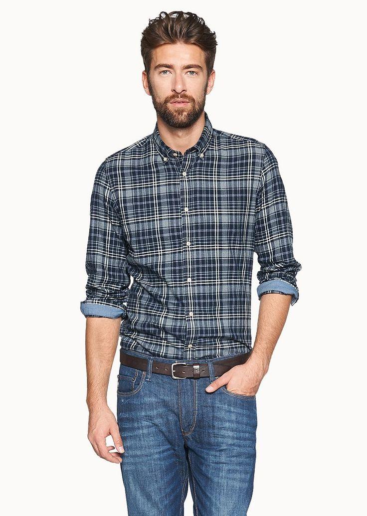 Sportives Karo-Twill Hemd mit modernem Button Down Kragen in einer besonders edlen Farbgebung für einen authentischen Casual-Look aus 100% Baumwolle....