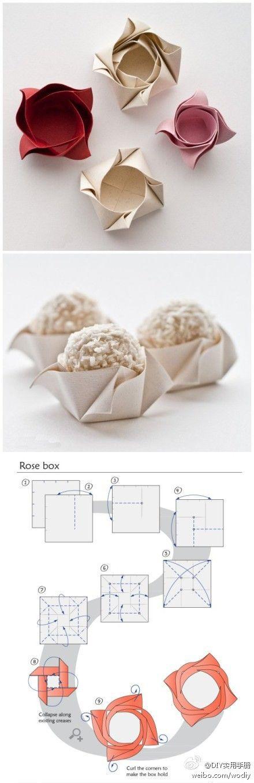 Petite boite en papier en forme de fleur