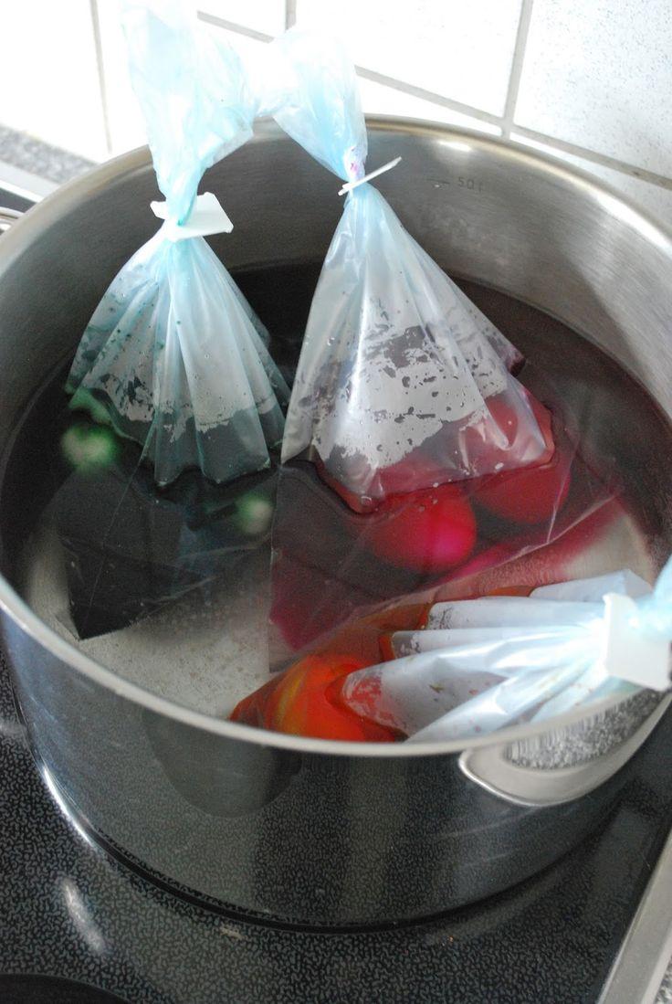 mamas kram: Eier färben mit Gummiringen + Zopfnestchen (Mit einem Topf verschiedene Farben färben - das nenne ich mal eine geniale Idee!)