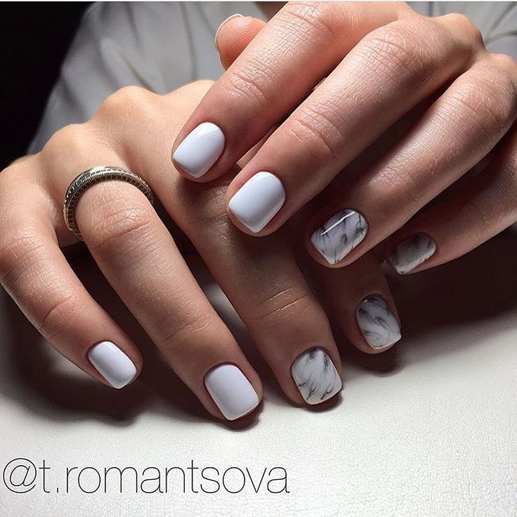 You can see here an interesting design of trendy nails, made with marble effect. The covering like marble combines great